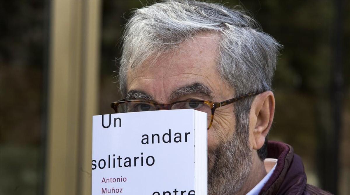 El escritor y académico Antonio Muñoz Molina, este martes en Madrid, donde ha presentado su nuevo libro.