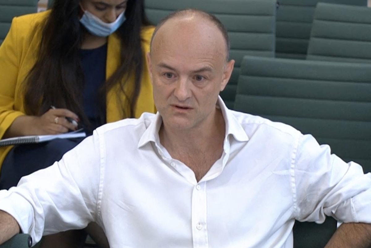 El exasesor de Boris Johnson, Dominic Cummings, comparece ante una comisión parlamentaria en Londres.