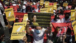 Birmània repeteix protestes massives després de tres nits seguides sense internet