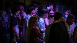 Colas para acceder a las discotecas de Barcelona, la noche del jueves