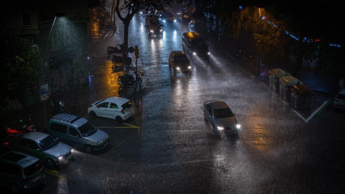Tromba de agua en el barrio barcelonés del Eixample.