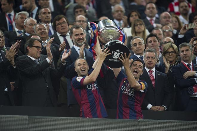 Amb la Copa a les mans.