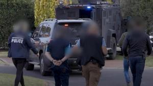 Europol informa de 800 arrestos en una operación mundial contra la comunicación cifrada. En la foto, detención en Sydenham (Victoria, Australia) en el marco de la operación Ironside.