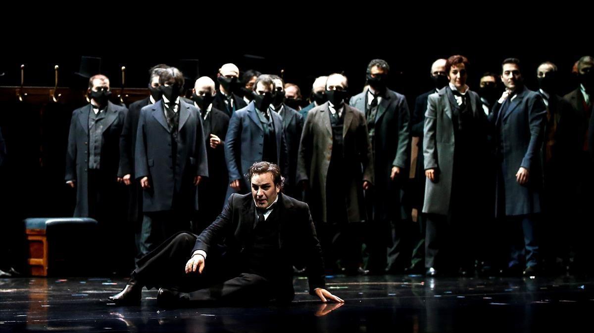 El tenor John Osborn en el rol de Hoffmann en un ensayo de la épera de Offenbach 'Los cuentos de Hoffmann', actualmente en el Liceu.