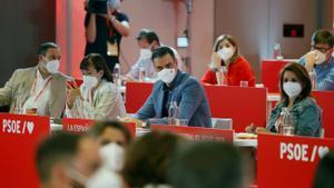 El PSOE tanca files amb Sánchez i avala sense fissures els indults