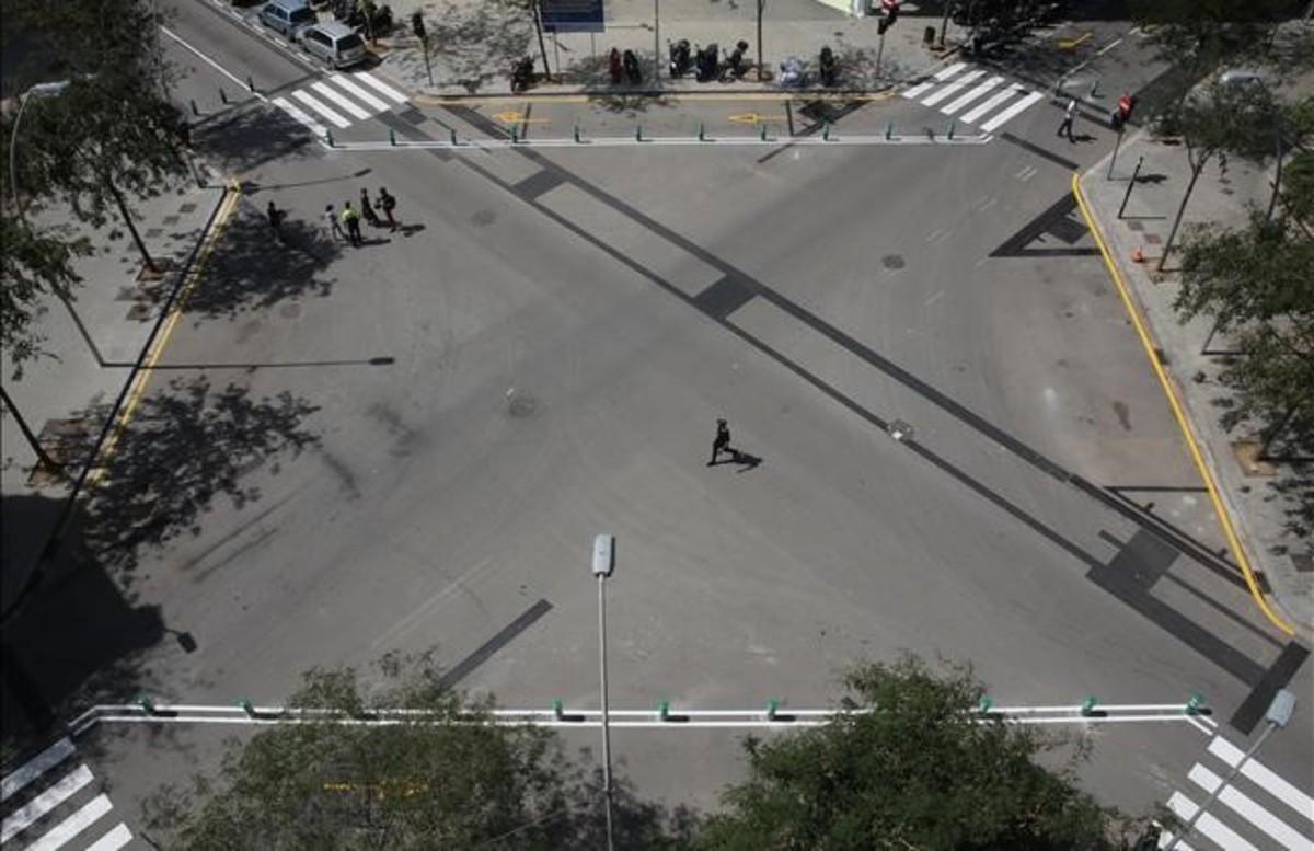 Espacio liberado en el centro del cruce de Roc Boronat y Sancho de Ávila.