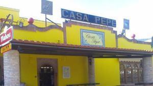 Fachada del bar franquista Casa Pepe, en Almuradiel (Ciudad Real).