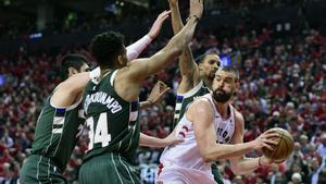 Los Raptors empataron la serie 2-2.
