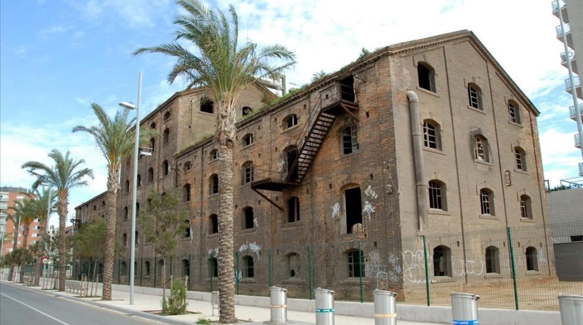 El edificio de Badalona que debía acoger elCentro de las Artes, el Cómic y la Ilustración (CACI).