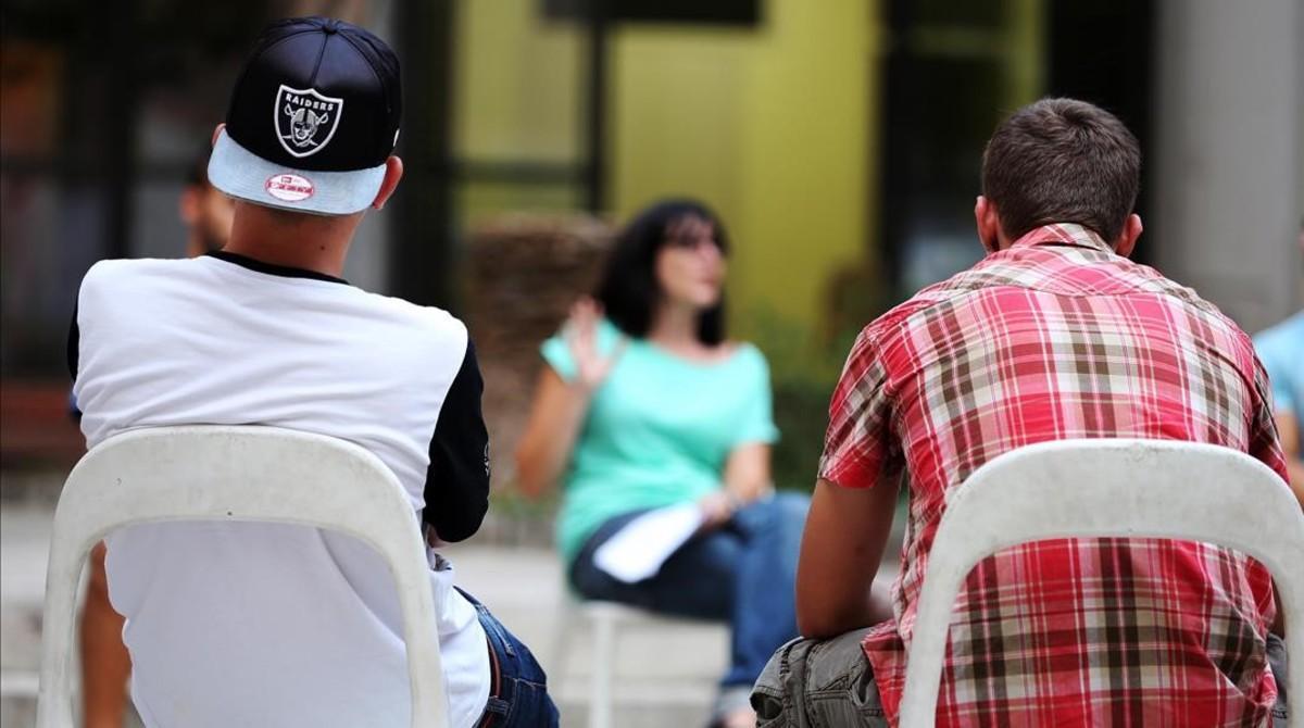 Jóvenes en un centro donde se tratan los comportamientos violentos.