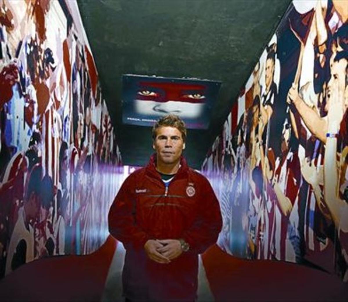 El entrenador Rubi posa para EL PERIÓDICO en las instalaciones del Girona.