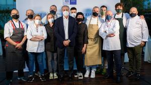 Barcelona barceloneando de Vehils cocineros de las jornadas del Cercle d' economia foto de todos los cocineros.La otra debería ser del Rey en las jornadas