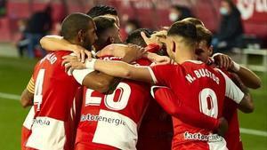Los jugadores del Girona celebran un gol de Sylla.