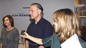 El secretari general de Podem a Euskadi, Roberto Uriarte, en el moment de suspendre la roda de premsa, aquest dimarts, 3 de novembre.