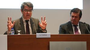 El ministro de Energía Álvaro Nadal y el presidente de Endesa Borja Prado en el foro sobre transición energética.