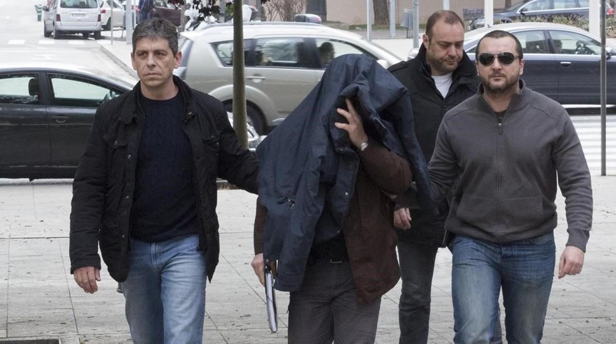 Joaquim Benítez, el pederasta confeso, el pasado 6 de febrero entrando en la Ciutat de la Justícia de Barcelona.