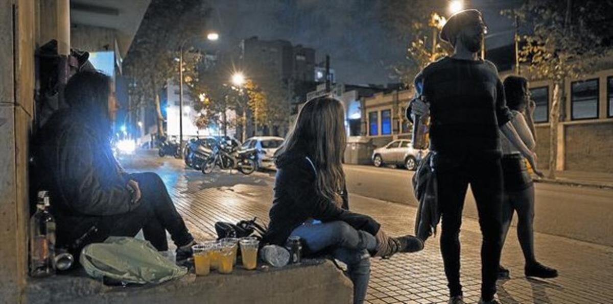 BOTELLÓNLos expertos en adicciones alertan sobre el riesgo de que emborracharse se convierta en el objetivo de algunos jóvenes.