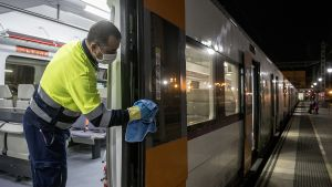 Los trenes de Rodalies, y también el metro,aumentan la frecuencia de su limpieza durante la pandemia