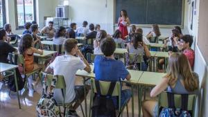 Alumnos en una clase del instituto Moisès Broggi de Barcelona.