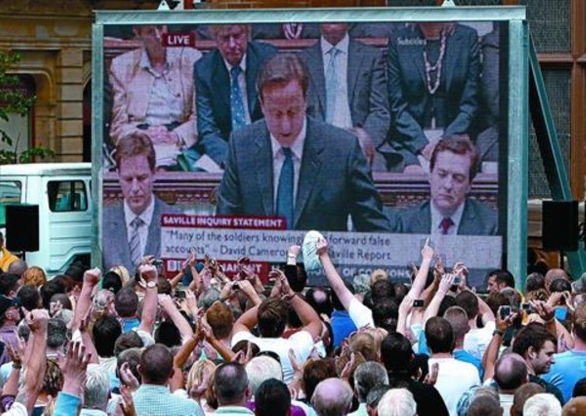 Emisión del informe y disculpas emitidas por el Primer Ministro británico David Cameron en Derry, Irlanda del Norte.