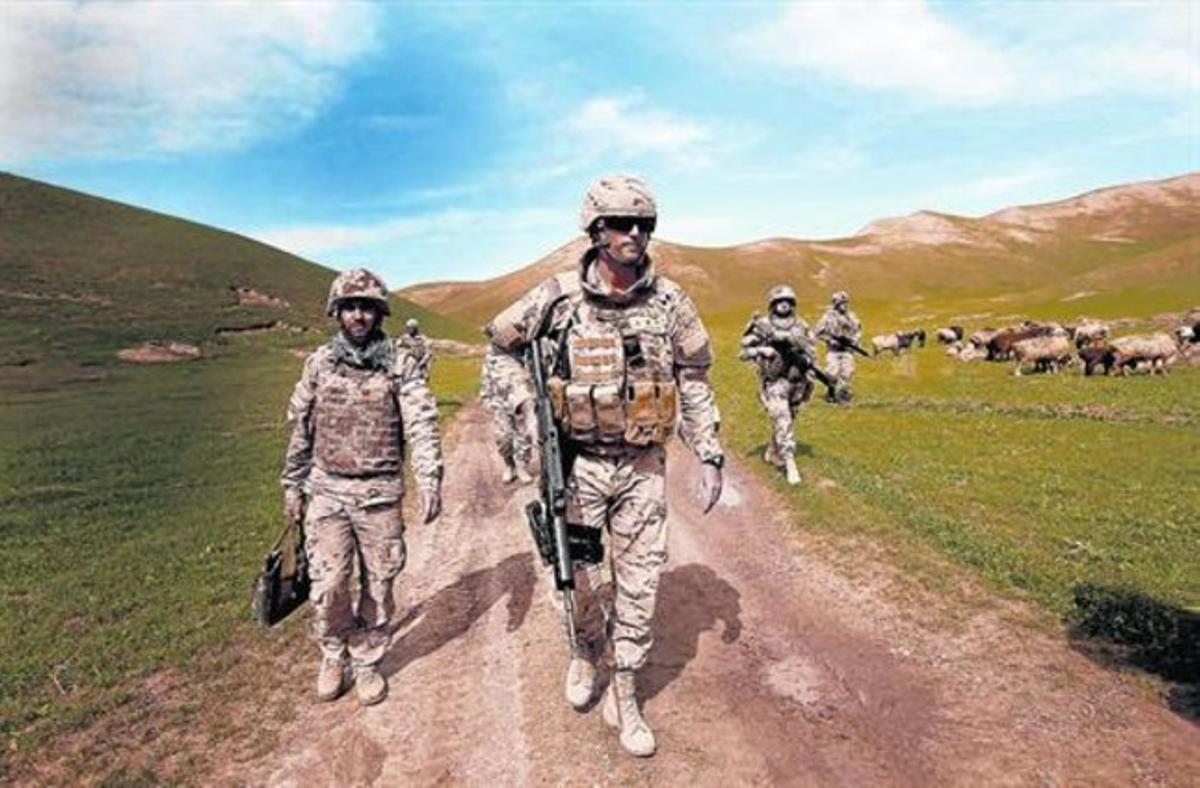 Patrulla mixta de la Legión y el Ejército afgano en Moqur, en abril del 2012.