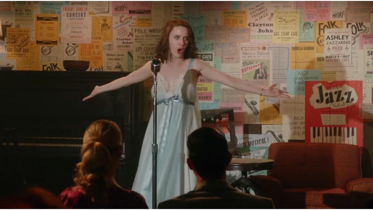 La actriz Rachel Brosnahan, en la serie de Amazon 'The marvelous mrs. Maisel'.