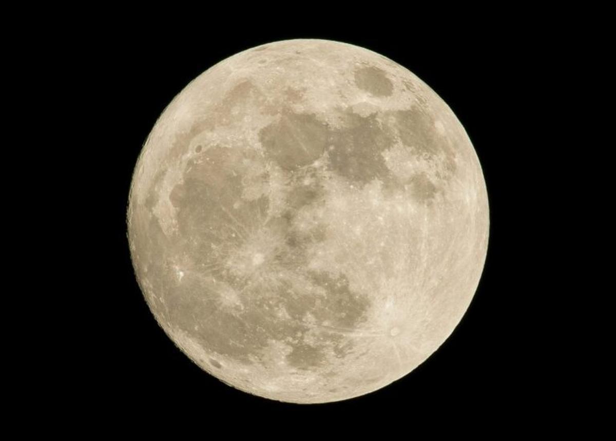 Descubren huellas de cráteres casi invisibles en la Luna