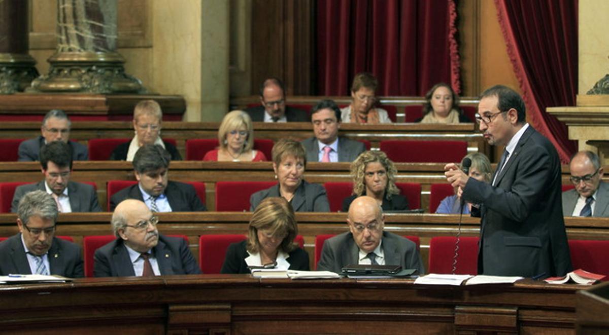 El 'conseller' de Interior, Ramon Espadaler, durante su intervención en el pleno del Parlament, este miércoles.