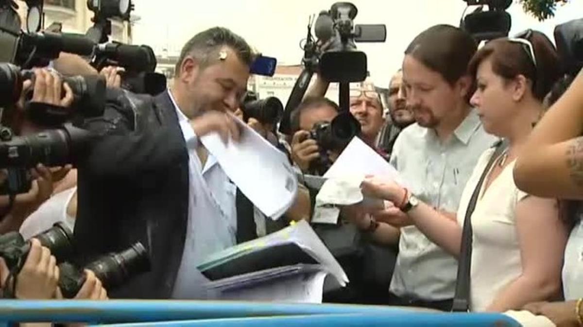 El huevazo a Pablo Iglesias: así fue el incidente del líder de Podemos en la huelga de los taxistas
