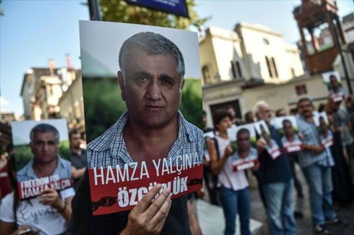 Protesta en Estambul por la detención de Yalçin, el pasado día 13.