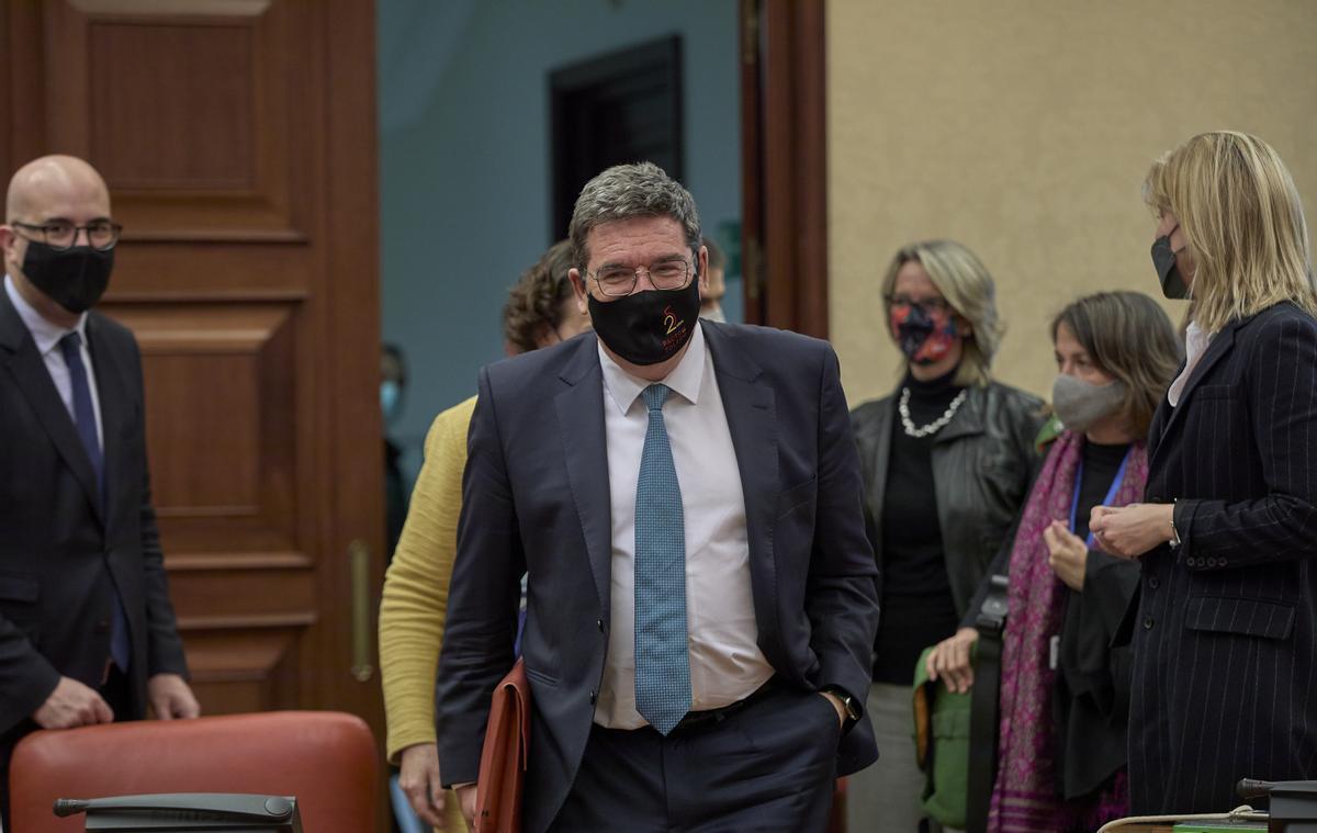 El ministro de Inclusión y Seguridad Social, José Luís Escrivá, a su llegada a la comisión del Pacto de Toledo.
