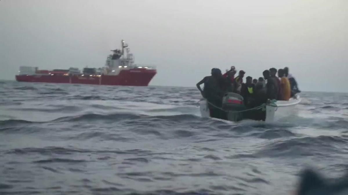 El 'Ocean Viking' rescata a 132 migrantes en el Mediterráneo en cuatro días.
