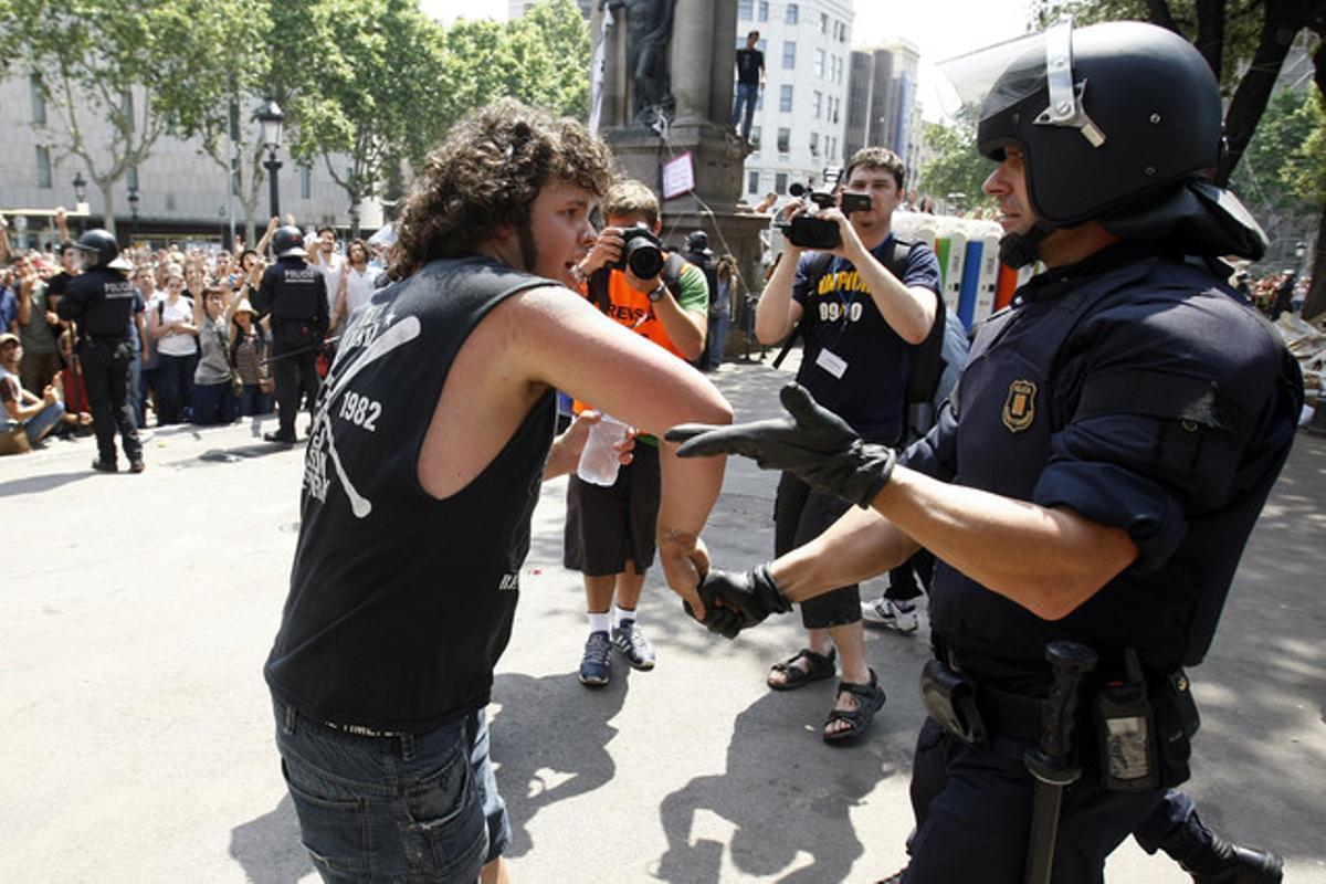 El desalojo de plaça Catalunya, visto por Ricard Cugat.