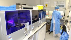 Laboratorio del Hospital Joan XXIII de Tarragona donde se analizan las PCR de covid del centro.