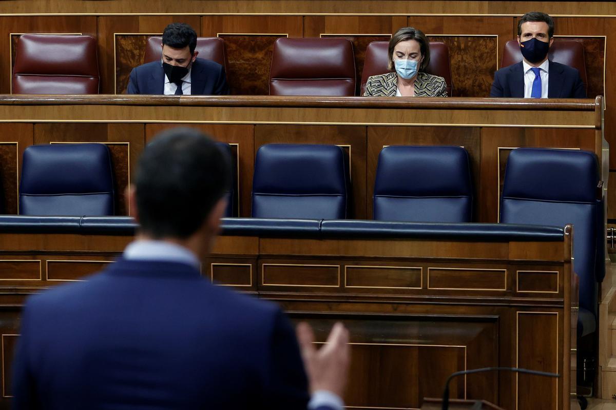 Sánchez interviene ante Casado en el Congreso, este miércoles.
