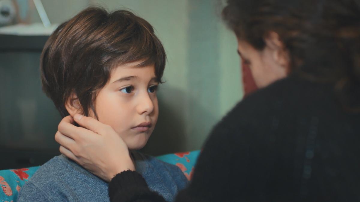 'Mujer' en Antena 3: Doruk enferma y hará saltar las alarmas en casa de Bahar