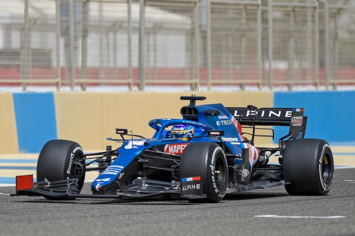 Fernando Alonso brilla en los test de Sakhir.