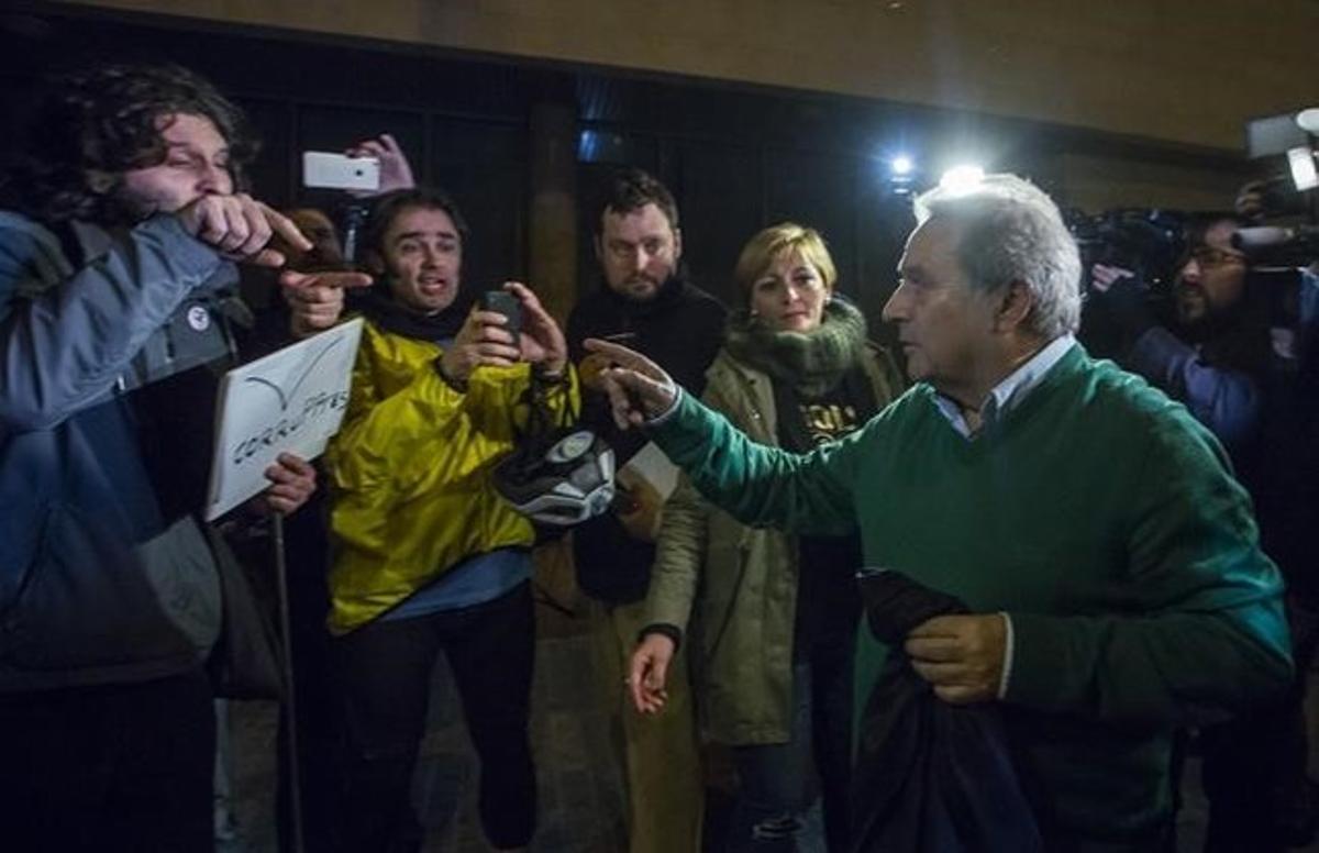 Alfonso Rus, a su salida de la comandancia de la Guardia Civil tras declarar ante el juez del 'caso Imelsa'.