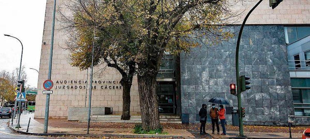 Una jutge denega a una lletrada ajornar un judici a Extremadura en una data pròxima al part