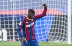 Dembélé celebra un gol al Betis en el Camp Nou.