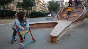 Famílies i entitats denuncien la falta de parcs accessibles per a nens amb discapacitat