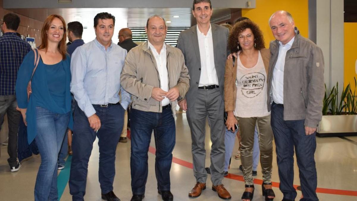 El alcalde de Viladecans, Carles Ruiz, con el equipo deViladesing.