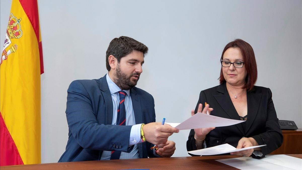 24 de junio de 2019. Isabel Franco, de Ciudadanos, y Fernando López Miras, del PP, firman el acuerdo por el que actualmente gobiernan la Región de Murcia.