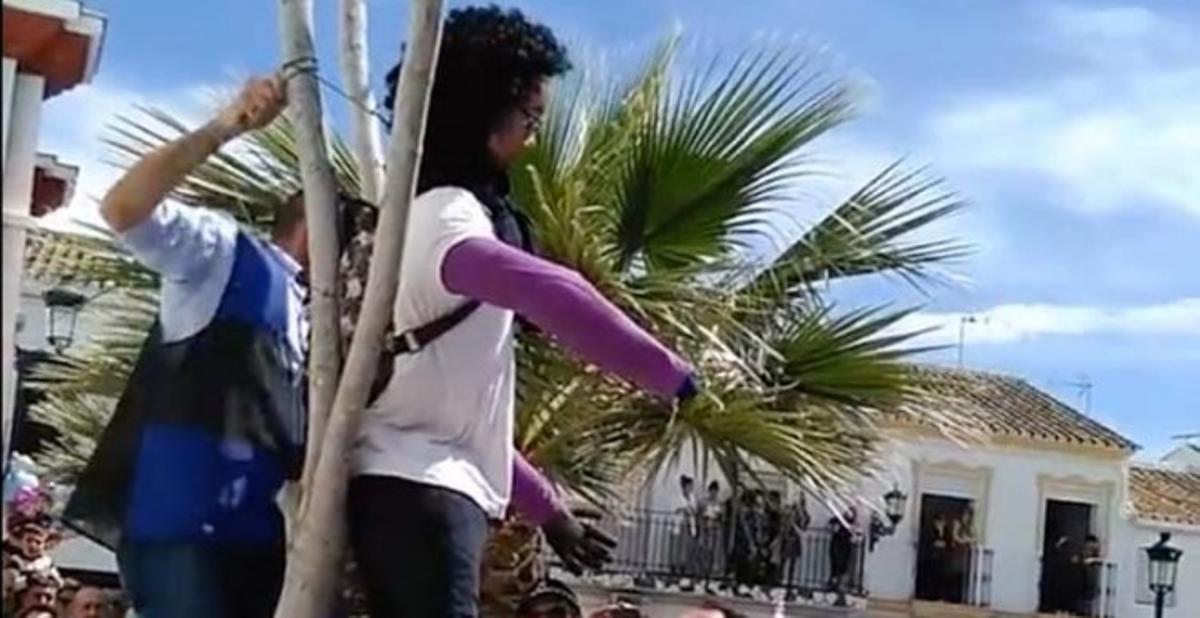 Linchamiento de una muñeca de la asesina de Gabriel Cruz en el pueblo de Coripe (Sevilla).
