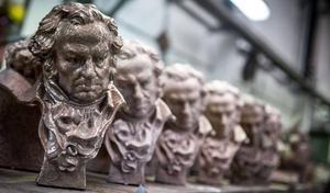 Estatuillas de los premios Goya.