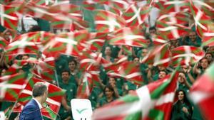 Euskadi relega la independència per abordar el debat social