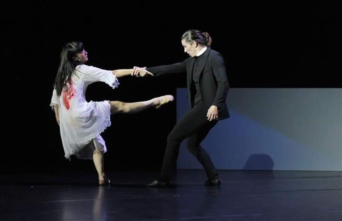 Una pareja de bailarines en 'Spectral evidence', de Angelin Preljocaj.