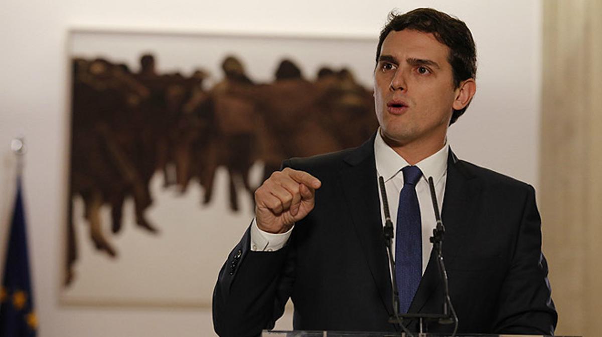 """En la rueda de prensa posterior a la firma del acuerdo de Gobierno con el PSOE, Albert Rivera ha pedido a los otros partidos""""generosidad, valentía y diálogo""""."""