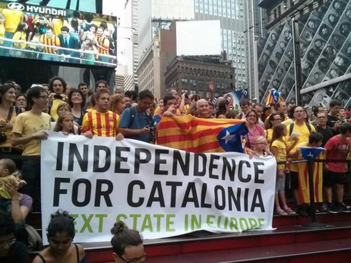 Cadena humana independentista en Times Square, en Nueva York.