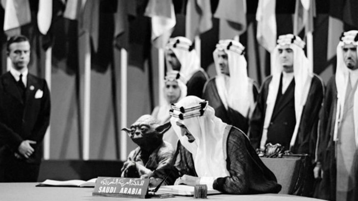 El montaje de la firma de la Carta de las Naciones Unidas en San Francisco en 1945, con Yoda, de 'Star Wars', junto al rey Fáisal.